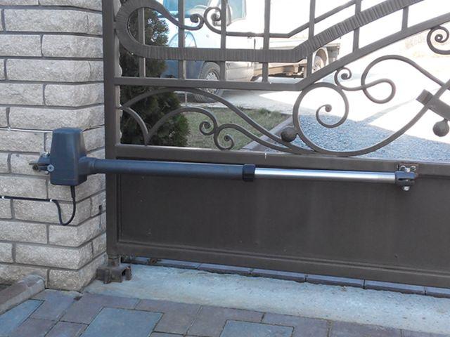 Пример установки автоматики для распашных ворот ROTELLI