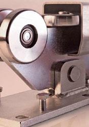 Роликовые опоры со стальными (или пластиковыми – для алюминиевых ворот с малыми нагрузками) колесами